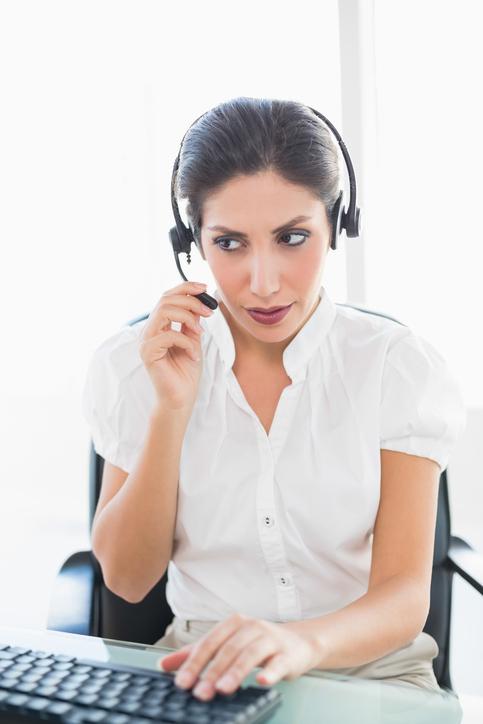 téléoperatrice d'un centre d'appel banque postale